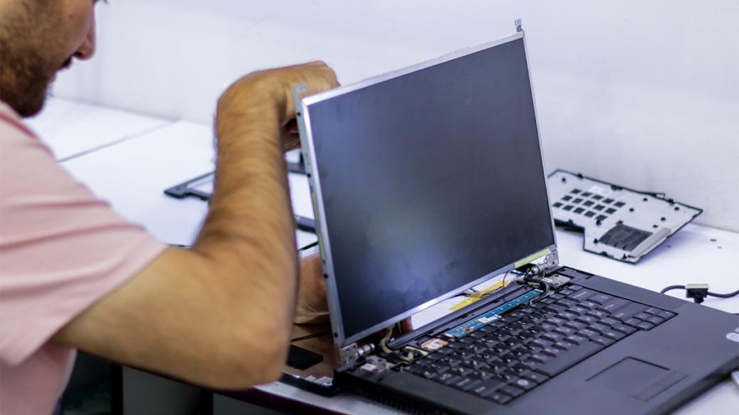 جوش و ترمیم شکستگی بدنه و لولای لپ تاپ